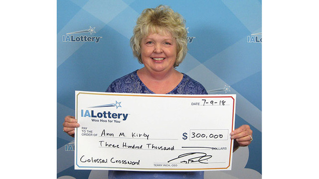 LeClaire woman wins $300,000 lottery prize