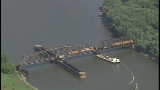 Trains derail, 3,200 gallons of diesel fuel spill into Mississippi River