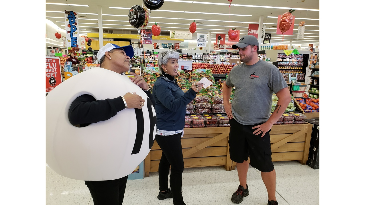 Illinois Lottery Hands Out 970 Free Mega Millions Tickets In Milan